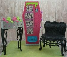 💀MONSTER HIGH Vending Machine SOCIAL SPOTS Foosball GAME ROOM sofa 2013 VGUC