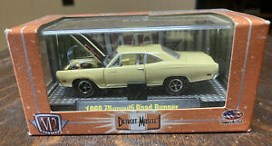 M2 Machines R11 Detroit Muscle 1969 Plymouth Road Runner (yellow)