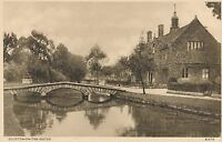POSTCARD  GLOUCESTERSHIRE   BOURTON ON THE WATER