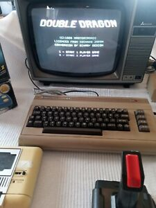 !!!WOW LOOK!!! Commodore c64 computer with 30+ Games + Extras