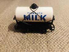 Hornby 00 Gauge Thomas & Friends Sodor Tidmouth Milk Wagon (R105)