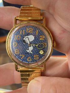 VINTAGE  SNOOPY Timex TENNIS MANUAL-WIND WATCH Running copyright 1958 Runs