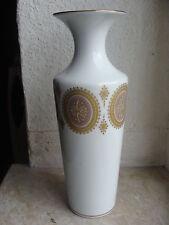 Zeitgenössisches Porzellan mit Vasen-Funktion