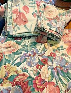 Springmaid Queen Floral Bed Skirt,2Pillow Shams,2 pillow cases & 2 valances 7 pc