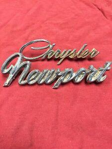1975 Chrysler Newport Emblems (1024)