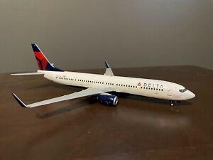 Gemini Jet 1:200 737-900ER N827DN RARE!!!!