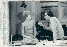 1974 Alan Alda Directs Carol Burnett in TV Movie 6 Rms Riv Vu Press Photo