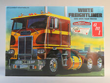 AMT WHITE FREIGHTLINER TRACTOR TRAILER TRUCK MODEL KIT 1:25 Scale AMT620 NEW