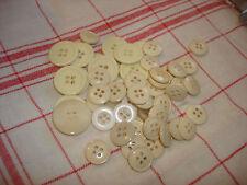 1,7 cm TA lot 24 boutons blanc coeur travaillé deux trous diamètre