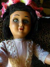 70cm= grande poupée ans 60 superbes yeux bleus  ,cils ,habillée ,chaussée