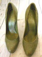 BCBGirls Green Faux Alligator Leather Classic Heels Pumps 7 1/2B  4 Inch Heel