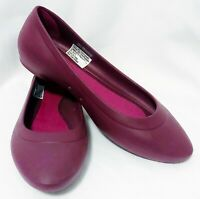 NEW CROCS WOMENS FLAT MAROON CASUAL SHOES 40 OR 9