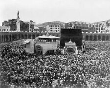 PILGRIMS SURROUNDING THE KAABA IN MECCA IN 1910 8x10 SILVER HALIDE PHOTO PRINT