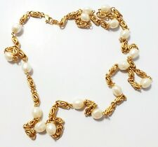 CLASSIC GOLD TONE AND FAUX PEARL NECKLACE