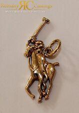 Re-huelga Ralph Lauren Colgante fundido en bronce 9 CT Oro sumergido Joyeros