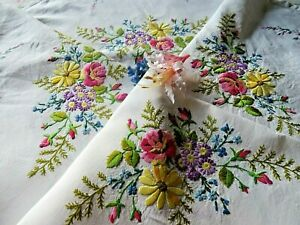 VINTAGE HAND EMBROIDERED LINEN TABLECLOTH-  BEAUTIFUL RIBBONED FLORAL BOUQUETS