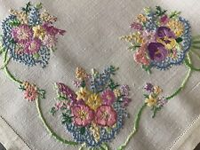 STUNNING VINTAGE LINEN HAND EMBROIDERED TABLECLOTH~BEAUTIFUL FLORAL BOUQUETS