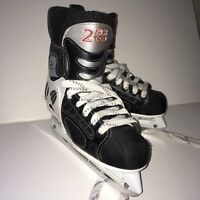 CCM TACKS 252 Pro Lite 3 Jr Ice Hockey Skates.  Jr Size 2.5.  Good Condition.