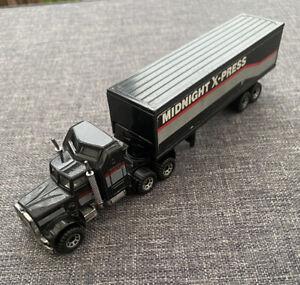 1981 Matchbox Kenworth Aerodyne Midnight Xpress Articulated Truck Scale 1:100