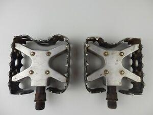 Retro Bear trap MTB pedals.