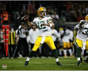 """Aaron Rodgers Green Bay Packers Unsigned Scoring Throwing 16"""" x 20"""" Photo"""