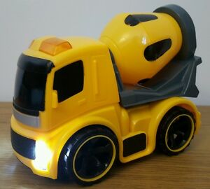 BUILDERS CONSTRUCTION MIXER TRUCK WITH LIGHTS, SOUND FRICTION POWER TOYS AGES 3+