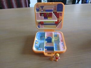 VINTAGE 1989 POLLY POCKET POLLYS TOWN HOUSE 99% COMPLETE