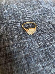 9ct gold Diamond cluster daisy ring