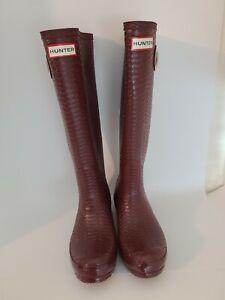 Hunter rain boots women size 6  burgundy