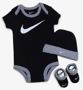 3 Piece Nike Baby Boys Gift Set, 0-6 Months, Bodysuit, Booties, Hat, Black B8