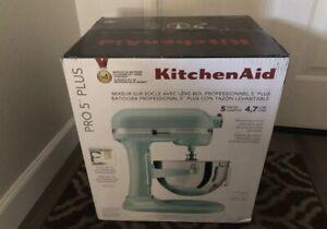 *SHIPS FAST* KitchenAid KV25G0X 5-Quart Professional Standalone Mixer - Ice Blue