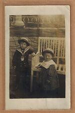 Carte Photo vintage card RPPC 2 enfants frère soeur habits mode fashion kh0189