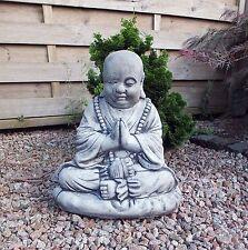 Skulpturen aus Steinguss mit Buddha-Motiv