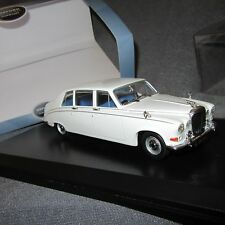 499E Oxford DS001 Daimler DS420 Old English White 1/43