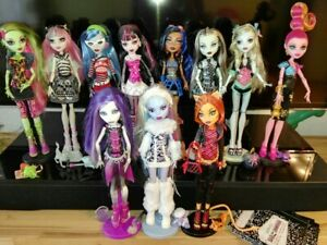 Monster High Basic Dolls First Wave Draculaura Lagoona Ghoulia Yelps Clawdeen