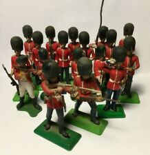 18 Britains Deetail Soldiers British Queens Guards