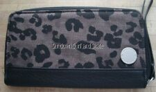NWT WOMENS VOLCOM BLACK OUTTA TOWN ZIP AROUND CLUTCH WALLET PURSE NEW