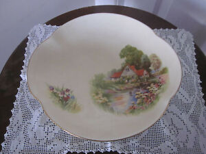 BEAUTIFUL LARGE VINTAGE ROYAL WINTON RED ROOF FOOTED BOWL