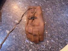 bel ancien gant de balle pelote en cuir