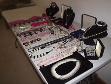 LOVELY LARGE JOB LOT OF VINTAGE & COSTUME JEWELLERY NECKLACES BRACELETS BEADS  M