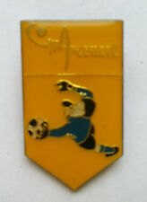 Pin's pin FOOTBALL C.O.S.M ARCUEIL GARDIEN DE BUT MAILLOT BLEU (ref CL32)