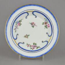Assiette en porcelaine de Sèvres à décor polychrome dit feuilles de choux 18ème