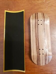 Fingerboard  DECKS. 34mm (Natural ply, red ply) with Royal Velvet grippy grip.