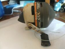 Vintage Zebco 202 Spincasting Reel Metal Foot Usa