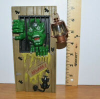 MONSTER TOY LIGHTS UP AND MAKES SOUNDS DOOR HANGER HALLOWEEN DECORATION