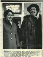 1969 Press Photo Netherlands' Queen Juliana with daughter at Montreal airport.