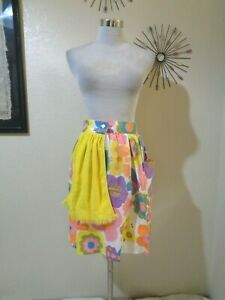 VINTAGE HAND MADE MOD FLORAL PRINT HALF APRON WITH ATTACHED TOWEL