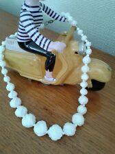 Collana VINTAGE. Perline di vetro di latte Bohemien. Audrey Hepburn. 1950s.