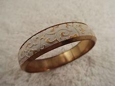 Goldtone White Scrolled Vinyle Bangle Bracelet (D48)
