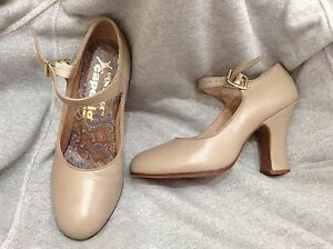 """Capezio """" ON STAGE """" woman dance shoes leather sole Sz 4 1/2 Tan Made in Brazil"""
